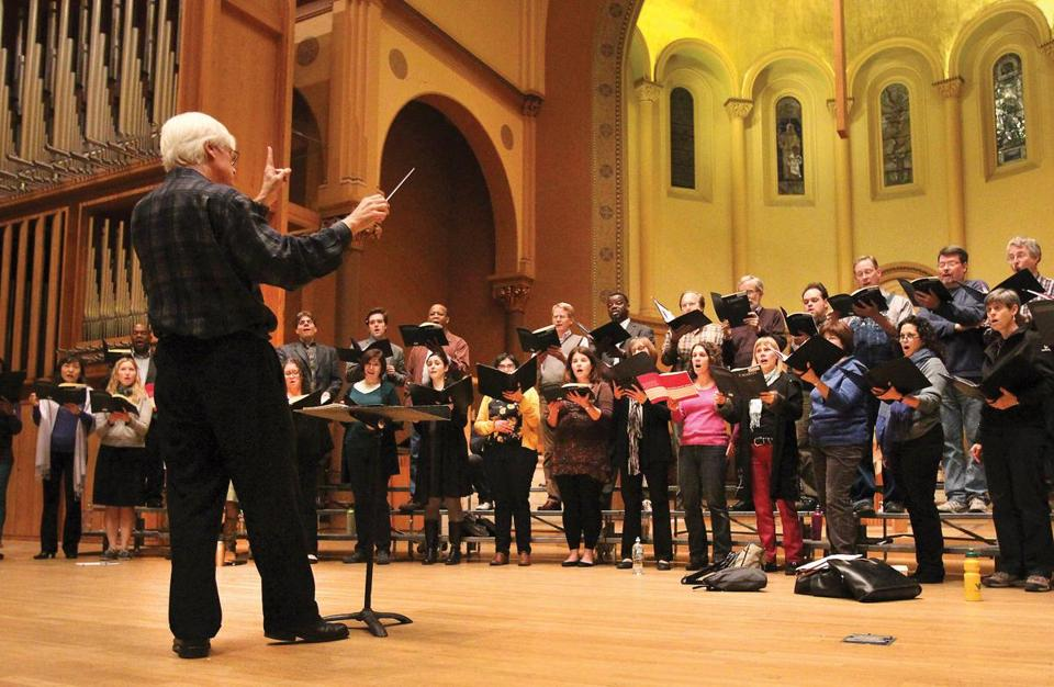 Cambridge, MA: 01-14-13: Music director David Hoose conducts the Cantata Singers during rehearsal at the First Church in Cambridge, Congregational in Cambridge, Mass. Jan. 14, 2013. Photo/John Blanding, Globe staff story/David Weiniger, G ( 18clasno )