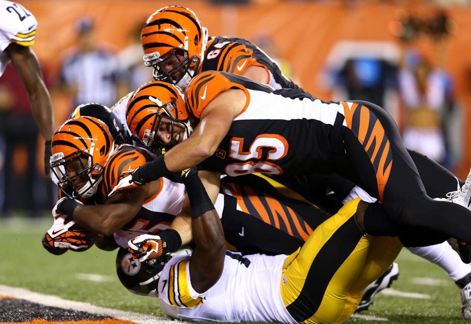 Giovani Bernard — with help from some Bengals teammates — bulls into the end zone for a 7-yard score.