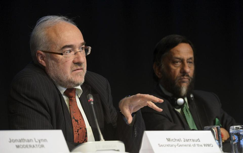 Michel Jarraud (left), Secretary-General of World Meteorological Organization, and Rajendra Pachauri, head of the UN Intergovernmental Panel on Climate Change, spoke Friday during the presentation of the report in Stockholm.