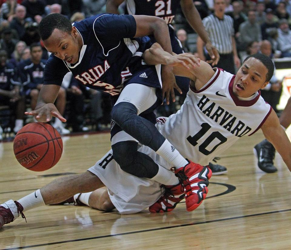 Florida Atlantic's Alex Tucker (left) and Harvard's Brandyn Curry battled for a ball during a December 2011 game.