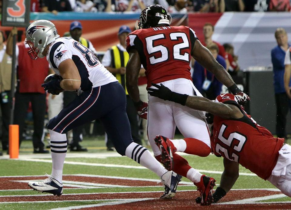 Matthew Mulligan, not exactly a household name in New England, cradles a Tom Brady pass for the Patriots' first TD.