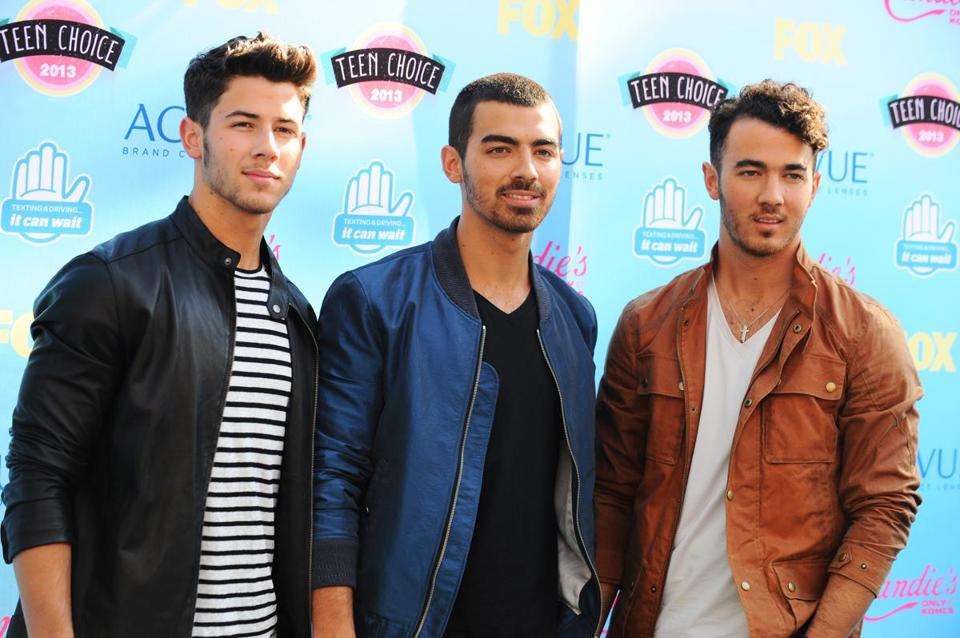 Nick (left), Joe (center) and Kevin Jonas, in happier times.