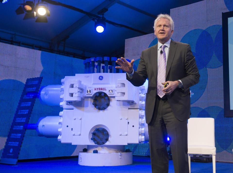 ''We should see earnings growth accelerate in the fourth quarter,'' CEO Jeff Immelt said.