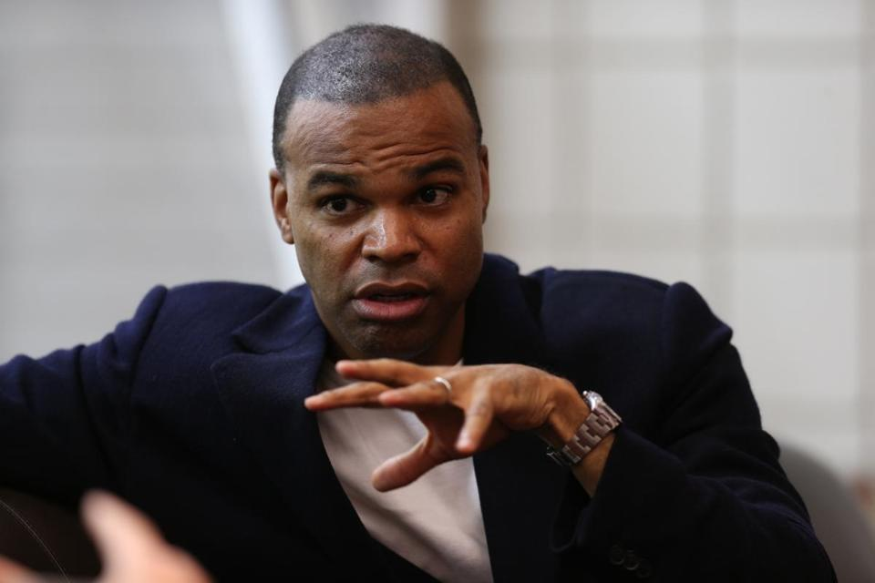 Harvard coach Tommy Amaker.. ( Jonathan.Wiggs )