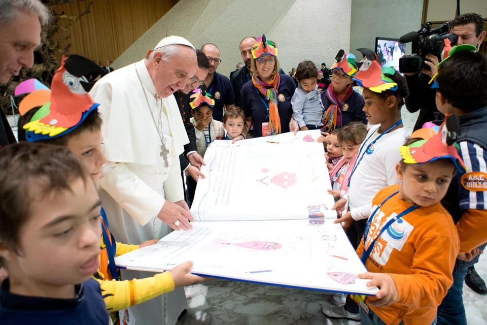 Pope Francis met Saturday at the Vatican with volunteers of the Italian National Union for the Transport of the Ill to Lourdes and International Sanctuaries.