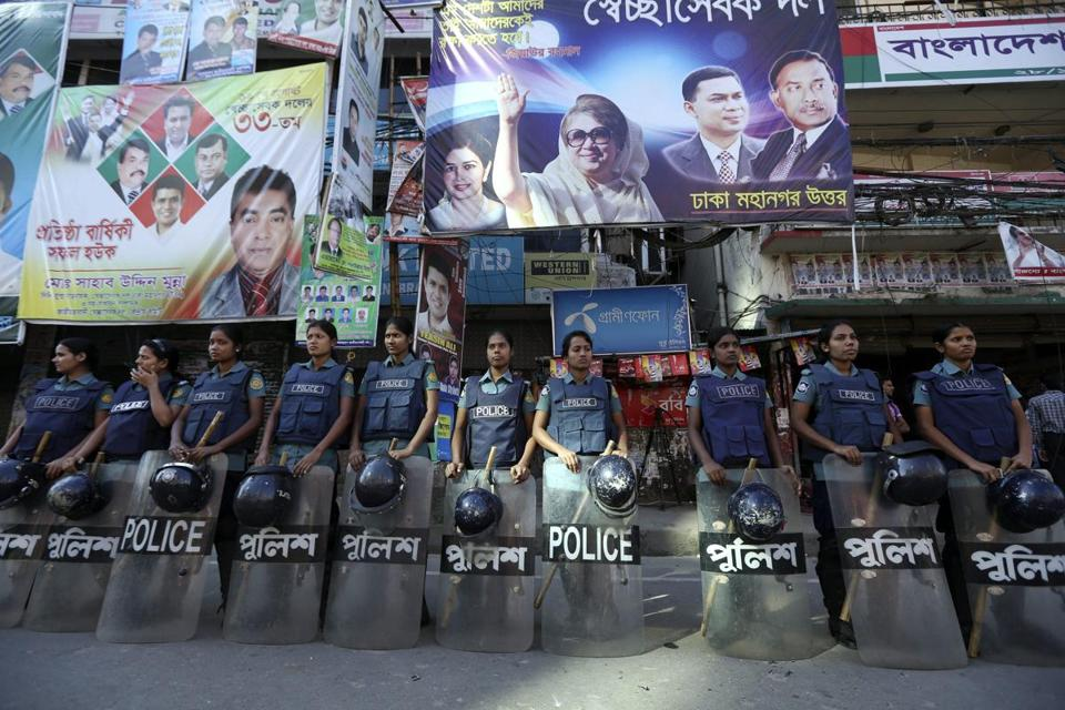 Female police officers guarded the offices of the main opposition Bangladesh Nationalist Party in Dhaka on Sunday.