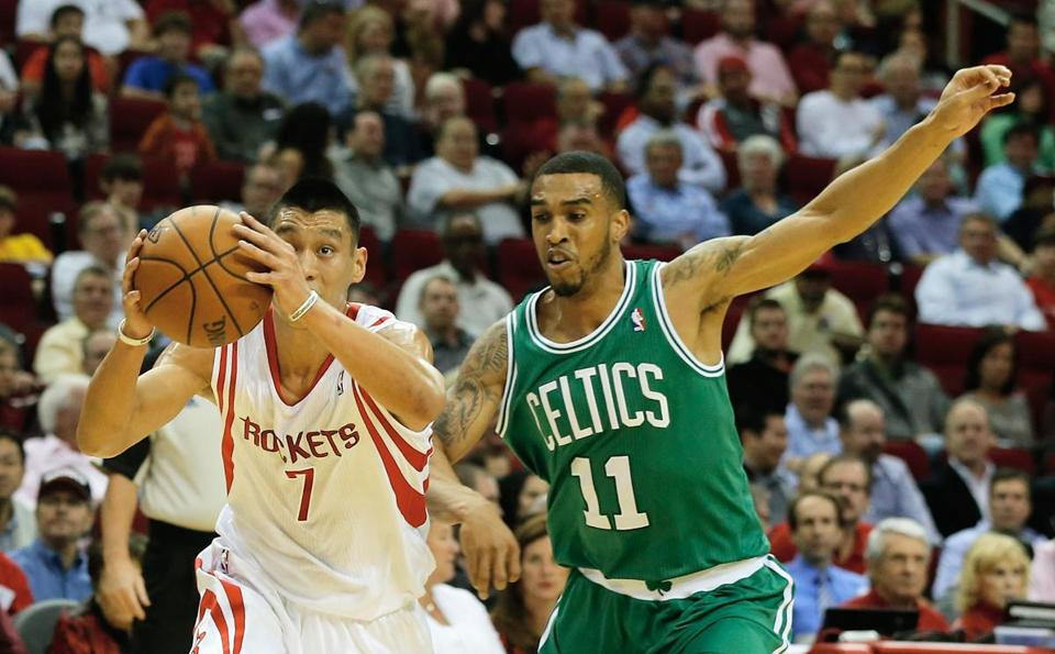 Jeremy Lin drove past the Celtics' Courtney Lee.