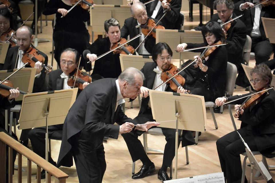 Rafael Frühbeck de Burgos, who has grappled with health issues  in recent years, nevertheless was able to conduct a vigorous program at Symphony Hall.
