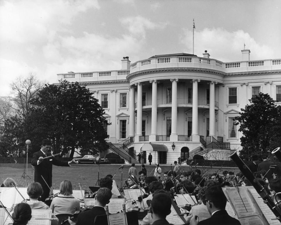 Marvin Rabin conducted the Greater Boston Youth Symphony Orchestra on the White House lawn in April 1962.
