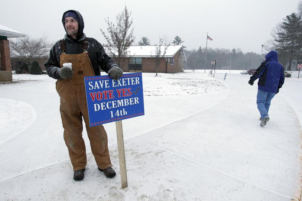 Joe St. Lawrence held a sign Saturday at a polling station in Exeter, R.I., in support of a recall of four City Council members.