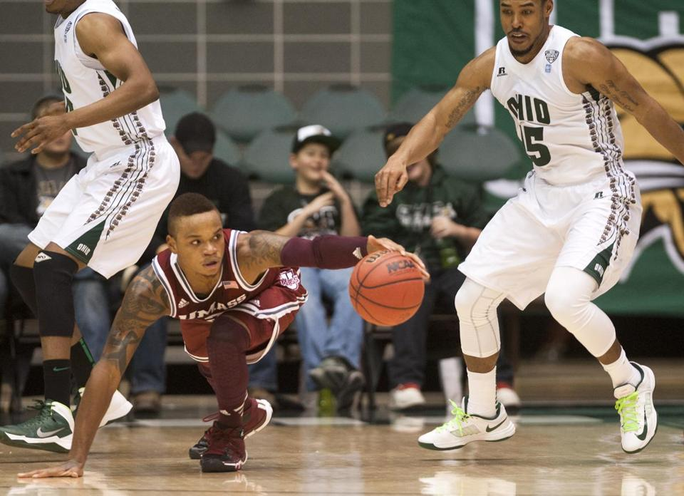 UMass guard Derrick Gordon (13 points) stretches for a loose ball in a win over Ohio.