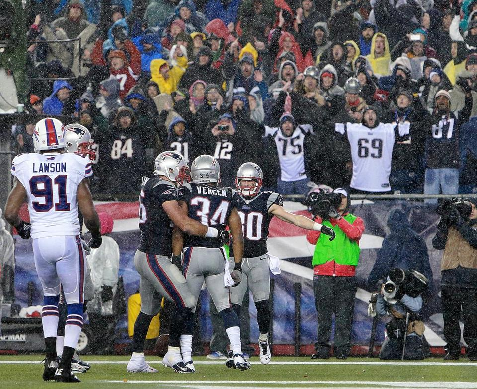Shane Vereen (center) celebrated with teammates after scoring a touchdown Sunday against the Bills.