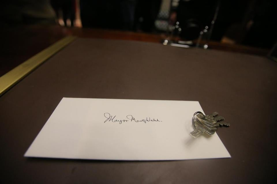 A note and set of keys awaited Martin J. Walsh on his desk at City Hall on Jan. 6.