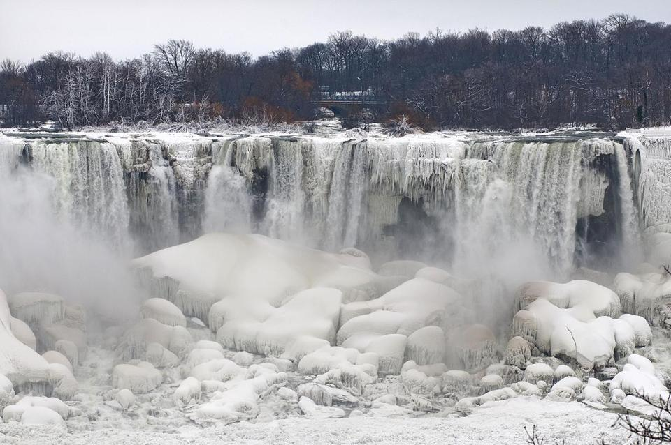Despite the urban legends, Niagara Falls doesn't freeze solid in the winter, tourism officials say.