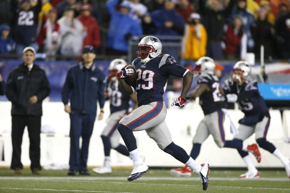 LeGarrette Blount breaks free for a 73-yard run on the Patriots' 17th first-down run, putting them ahead by 14 points early in the fourth quarter.