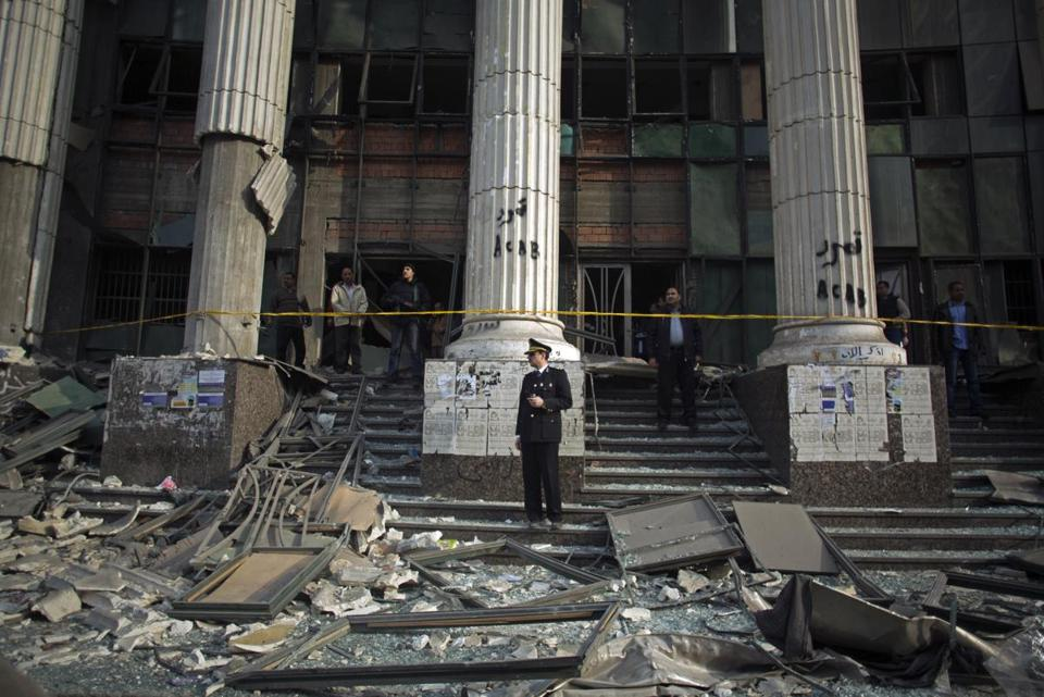 An explosion at a Cairo courthouse caused damage but no casualties in the Imbaba area.