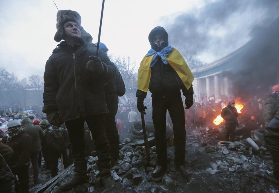 Antigovernment protesters gathered at a barricade at the site of clashes with riot police in Kiev on Saturday.