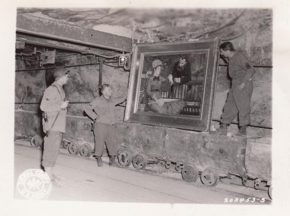"""Hunting Hitler's Stolen Treasures: The Monuments Men"""