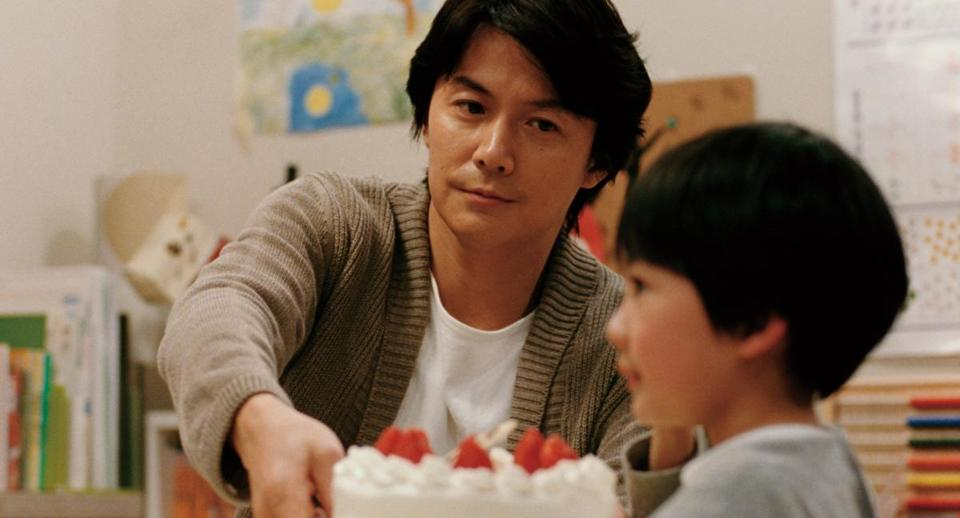 Masaharu Fukuyama plays a man who learns that the boy he had raised as his son (Keita Ninomiya) had been switched at birth six years before.