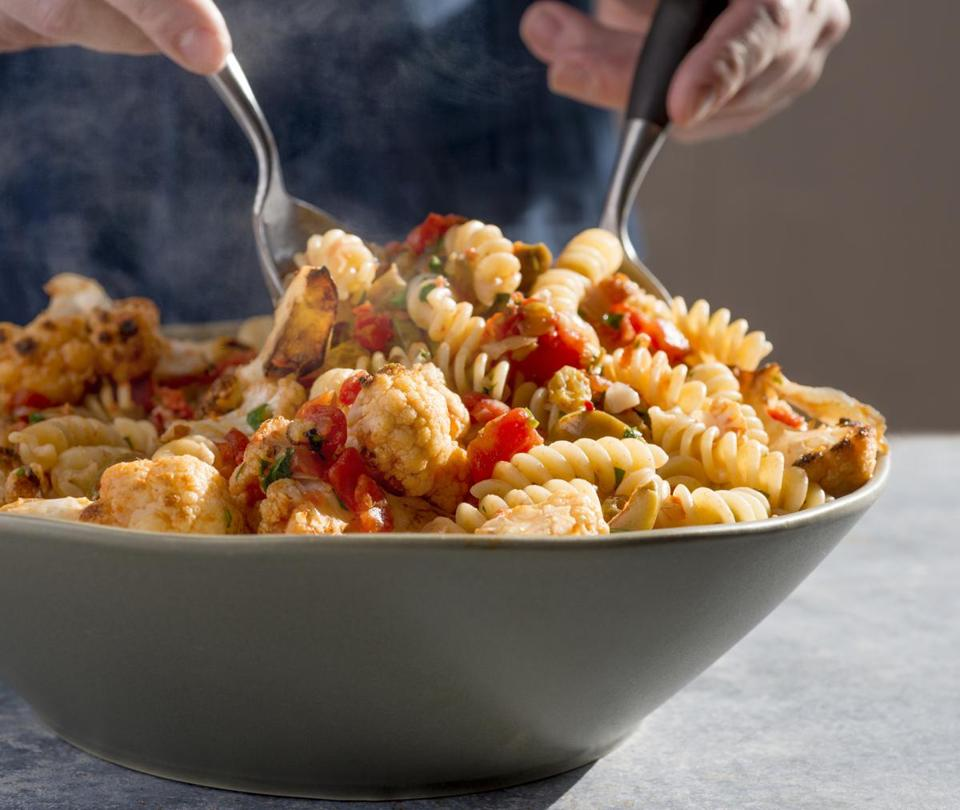 Pasta and cauliflower with sicilian flavors.