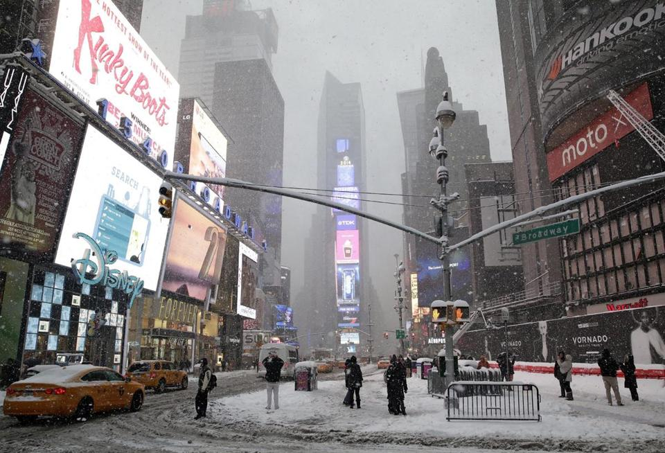 Heavy snow fell in New York's Times Square.