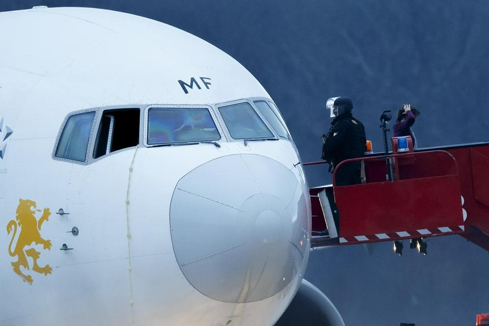 Passengers were evacuated from a hijacked Ethiopian Airlines Plane in Geneva, Switzerland.