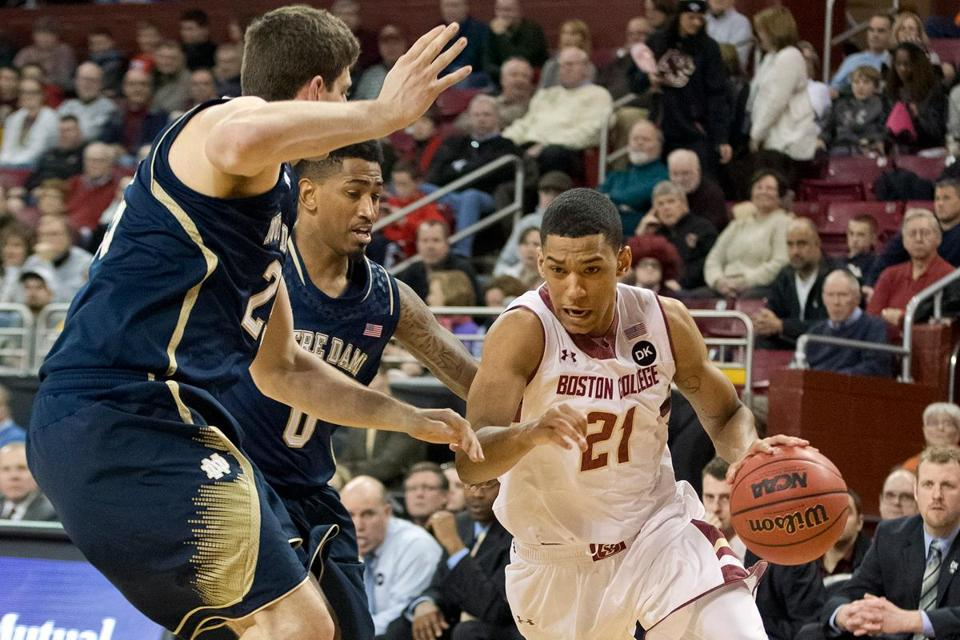 Olivier Hanlan drove to the basket against Notre Dame's Tom Knight (left) and Eric Atkins during the second half.