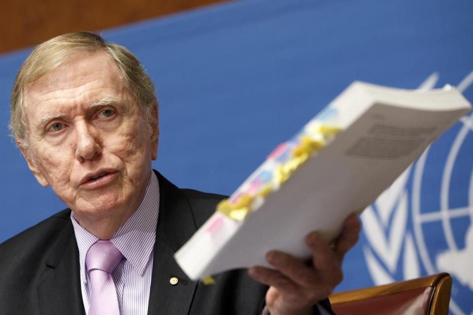 Michael Kirby showed his report on human rights in North Korea at the UN headquarters in Geneva.