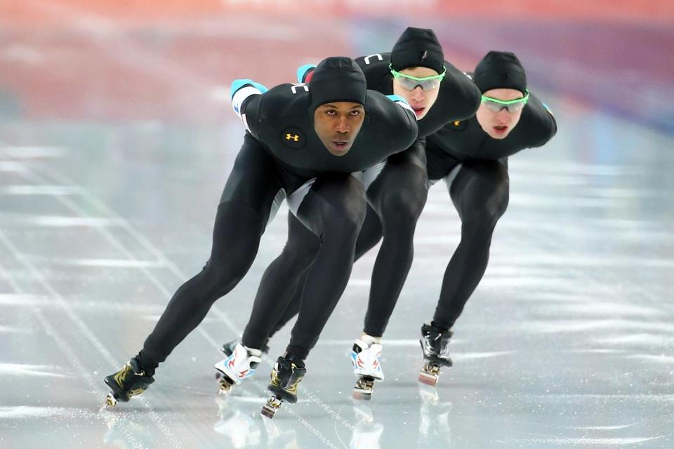 Shani Davis (left) of the US, a huge medal favorite entering the Olympics, never hit his stride in Sochi. (Photo by Streeter Lecka/Getty Images)