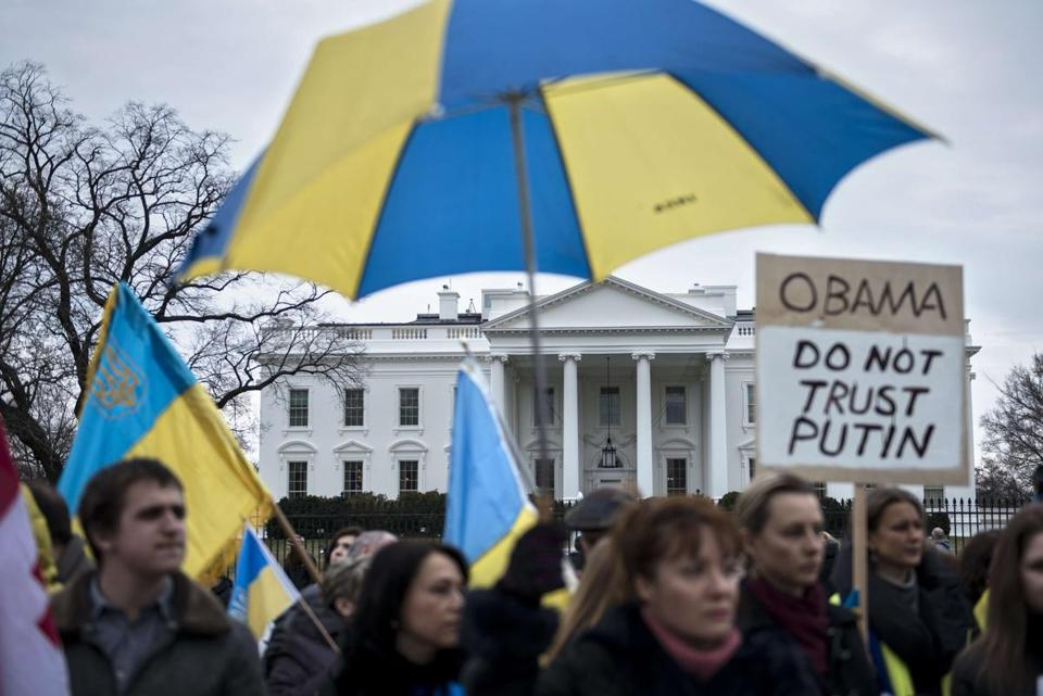 Activists gathered outside the White House to demonstrate against what Ukraine has called Russia's invasion in Crimea.