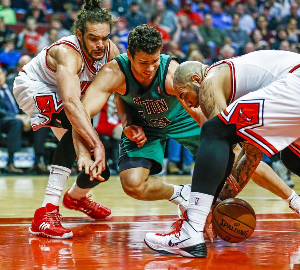 Celtics forward Gerald Wallace battled for a loose ball with Bulls forward Carlos Boozer, right, and Bulls center Joakim Noah in the first half.