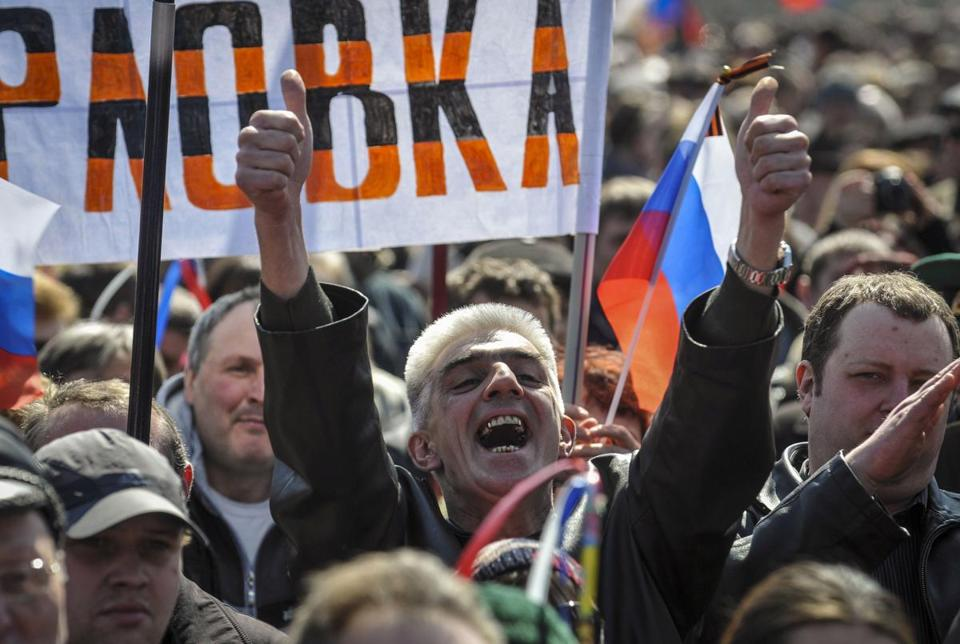 Demonstrators held a rally in support of Russia near a government building in Donetsk, Ukraine, Sunday.