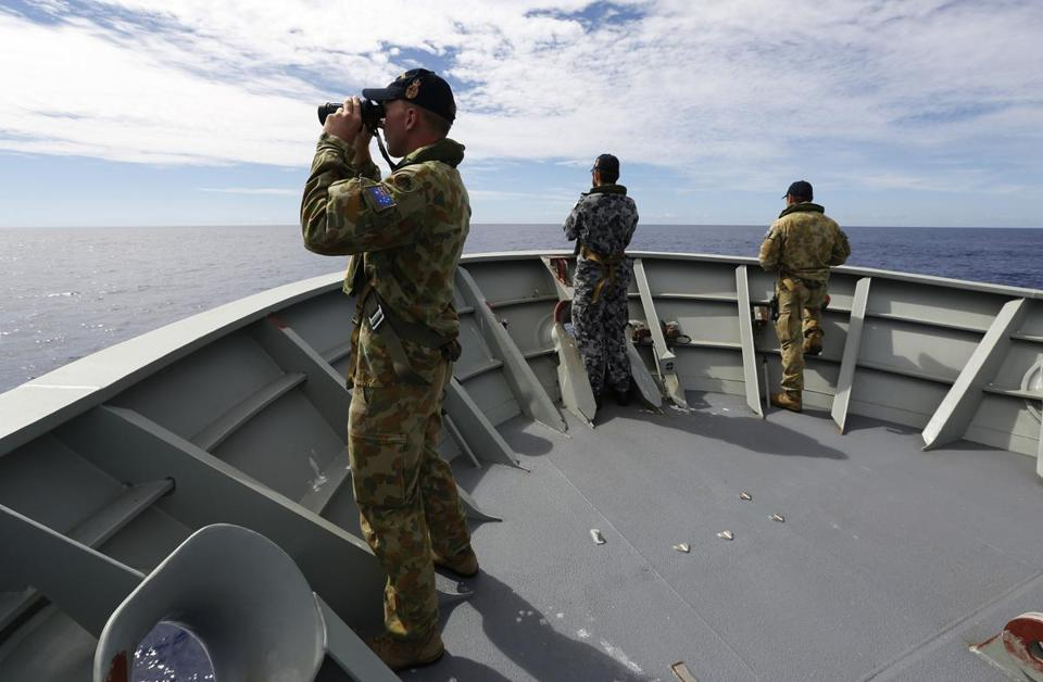 Fresh signals have been picked up Australian ship in the search for missing Malaysian flight MH370.