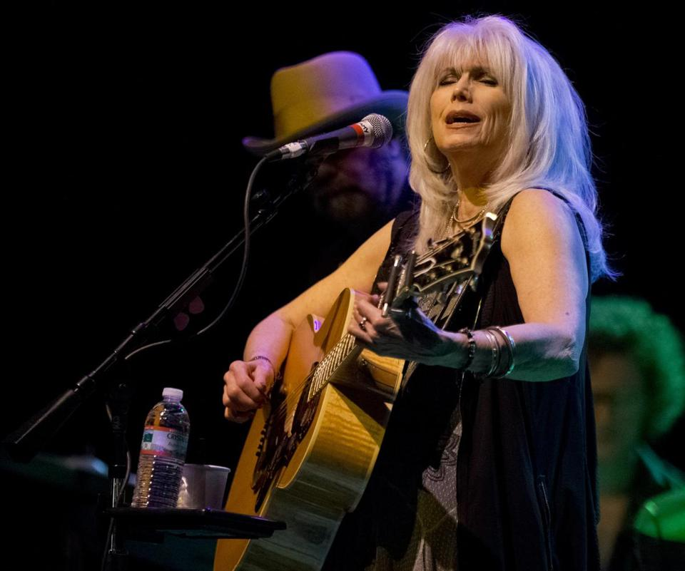 Emmy Lou Harris performed at the House of Blues on Sunday.