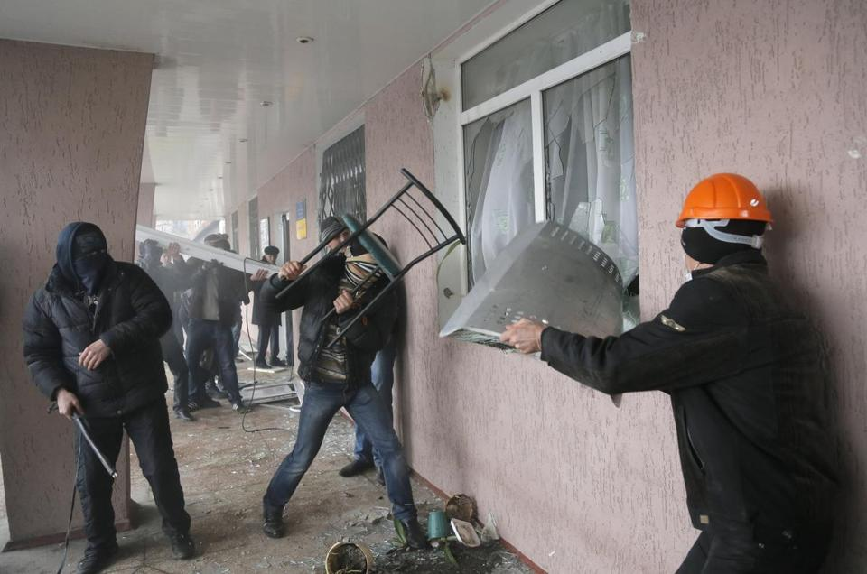 Pro-Russia militants stormed a police station in Horlivka, Ukraine. Mobs have control of several government buildings.