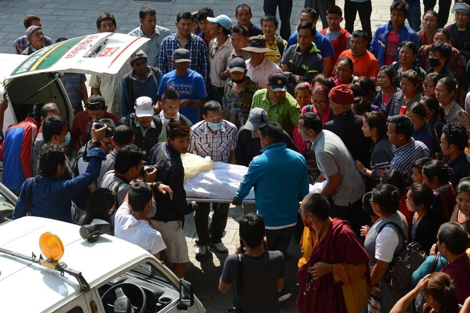 Nepalese relatives and volunteers carried the body of a Mount Everest avalanche victim on Saturday after its arrival at the Sherpa Monastery in Kathmandu.