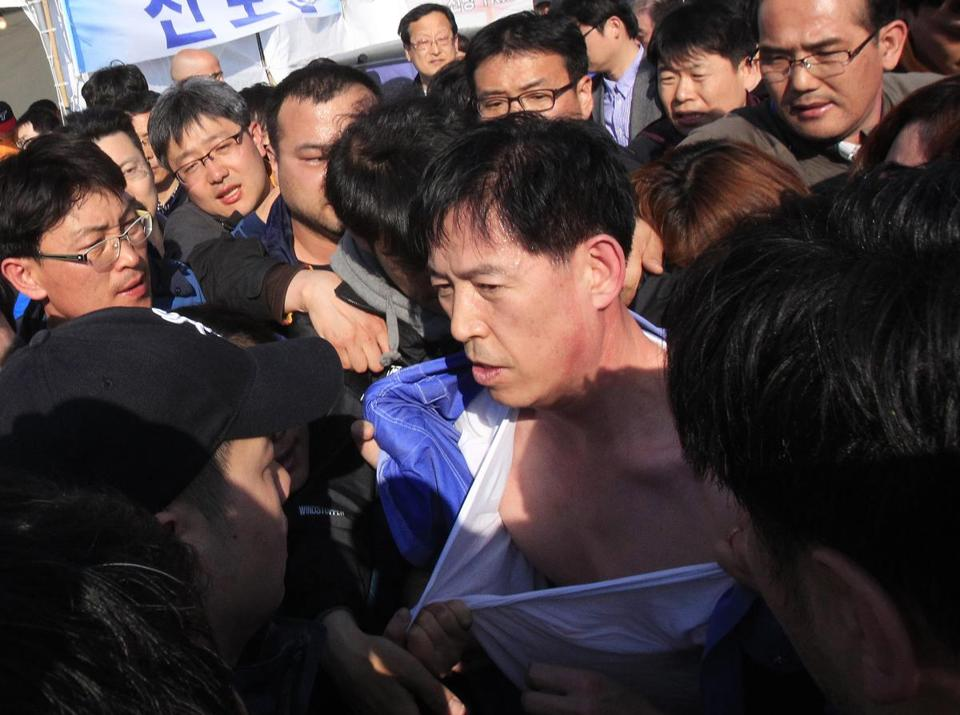 Relatives slapped Choi Sang-hwan, deputy head of the Korea Coast Guard, at a rescue command center Thursday.