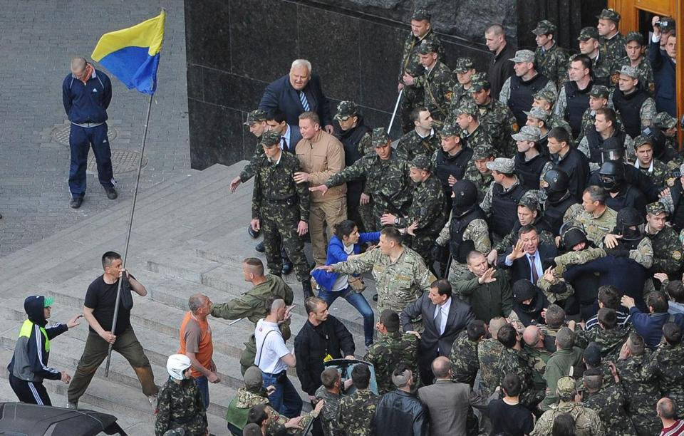 Ukrainian Maidan self-defense activists clashed with special police guarding the Cabinet of the Ministers building in Kiev, Ukraine, on Wednesday.