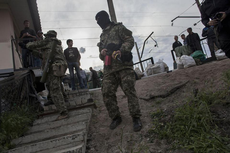 Pro-Russians stood guard at a barricade near the railway in Andreevka, a few kilometers south of Slovyansk, Ukraine, on Sunday.