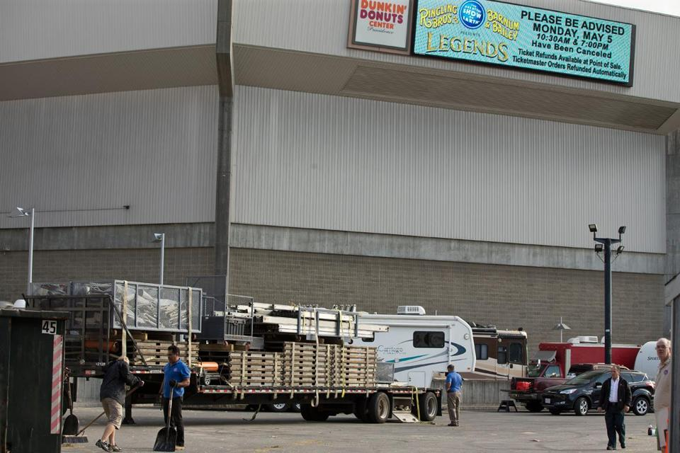 Ringling Bros. and Barnum & Bailey Circus crew members loaded trucks with equipment on Monday, the day after nine people were injured during a performance by aerialists.