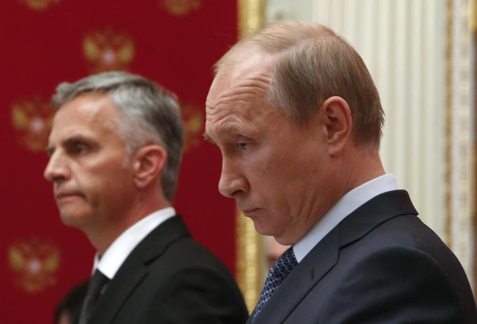 Swiss President Didier Burkhalter (left) and Russian President Vladimir Putin at a press conference in Moscow on Wednesday.