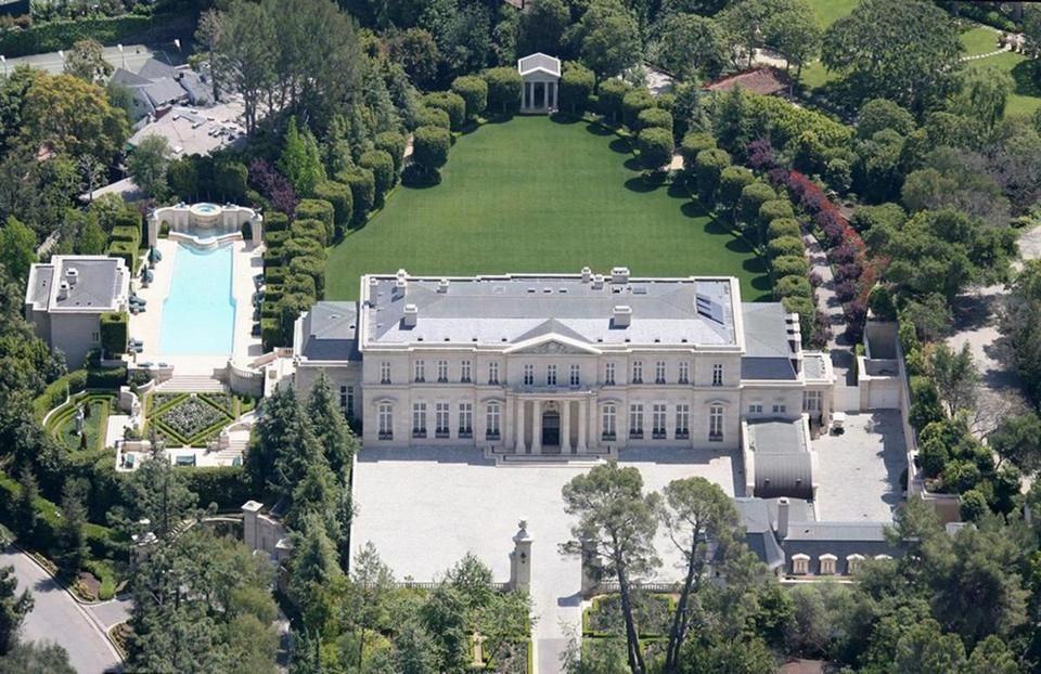 Set on five acres in Los Angeles, the Fleur de Lys mansion recently sold for $102 million to a European billionaire. The US  trophy-home market is shattering price records as an increasing number of properties change hands.