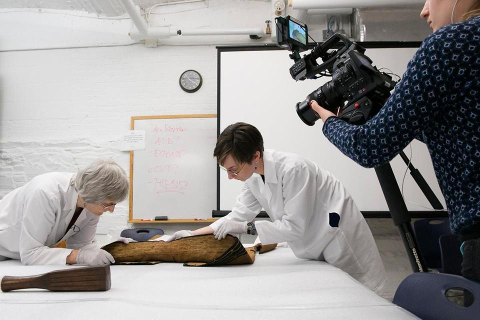 Laurel Thatcher Ulrich, a Harvard historian, and Christina Hodge of the Peabody Museum were filmed talking about a kimono for a MOOC.