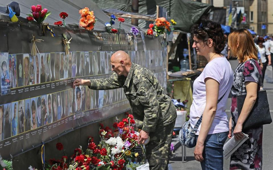Ukrainians visited a memorial in Kiev Friday. The statement from Russia's president raised hopes tensions would ease.