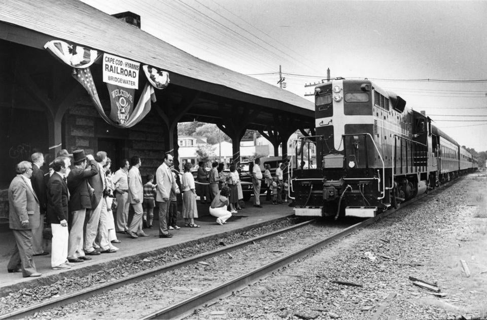 A Cape Cod & Hyannis Railroad train arrived in Bridgewater from Braintree on June 29, 1984.