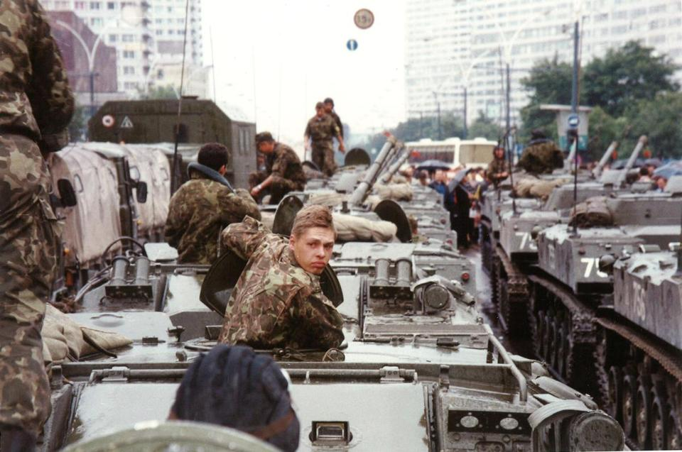 Author Davis Kalis shot this photo of troops in Moscow as the Soviet Union fell in 1991