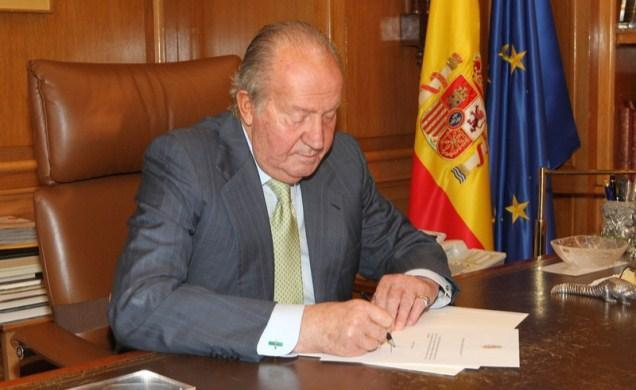 A handout picture provided on shows Spain's King Juan Carlos writting his letter of abdication at the Zarzuela Palace in Madrid. King Juan Carlos announced his abdication June 2, in favour of his son Prince Felipe, ending a 39-year reign.