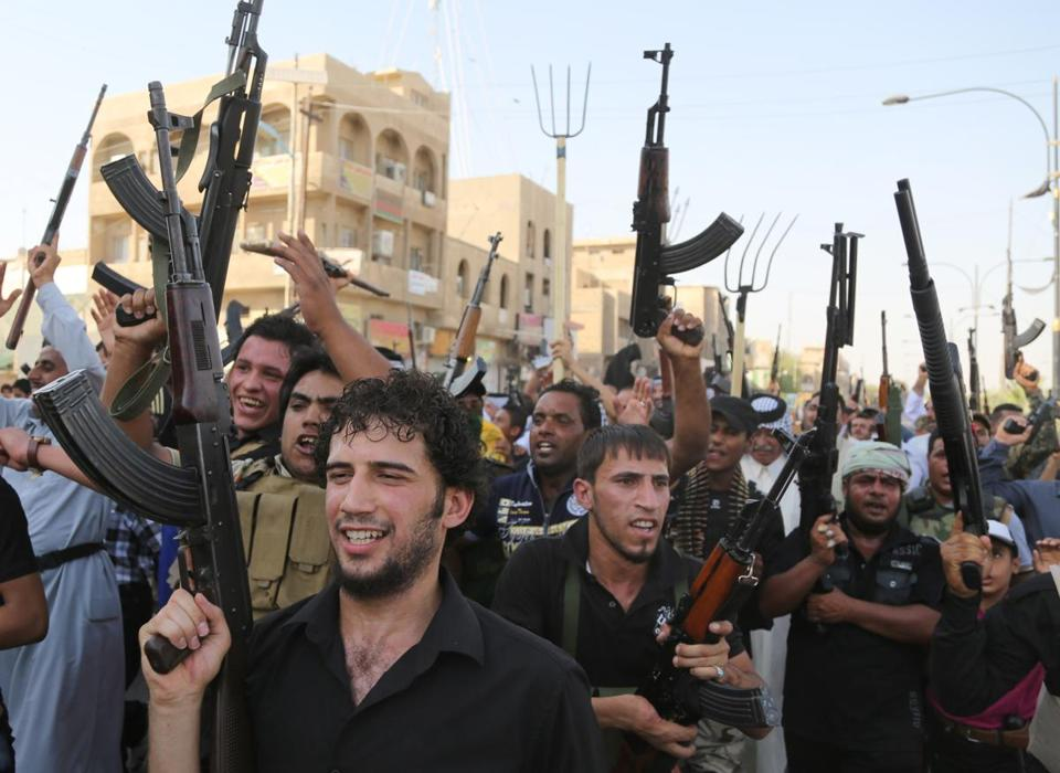 Shiite fighters rallied in Baghdad Monday.