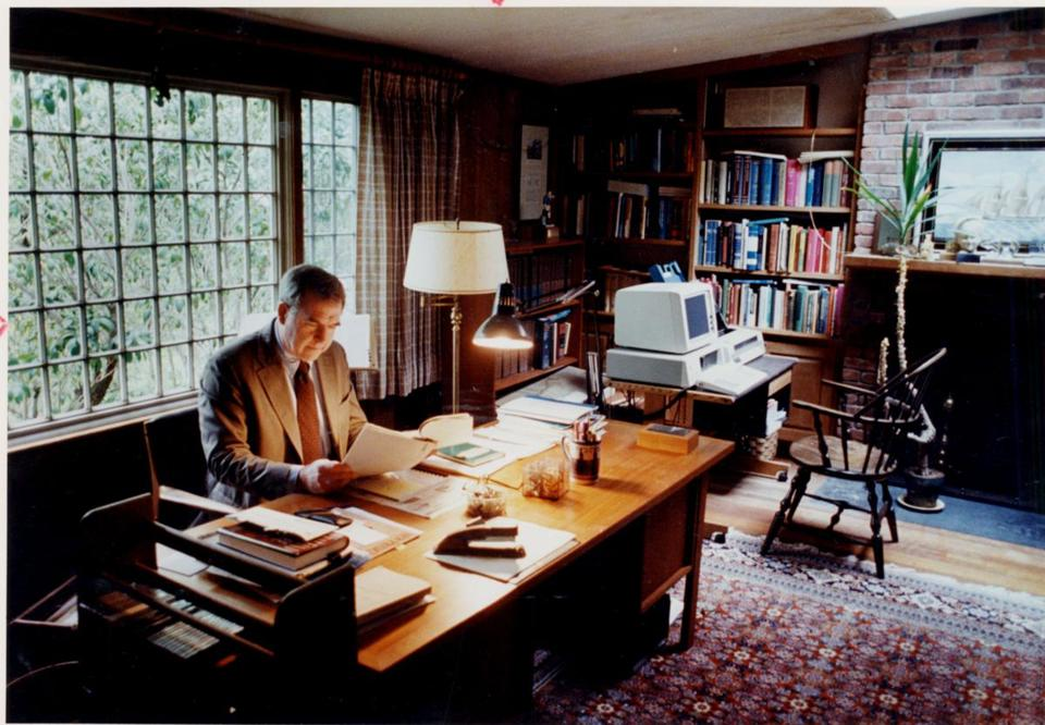 Dr. Arnold Relman at his desk in Lincoln in 1990.