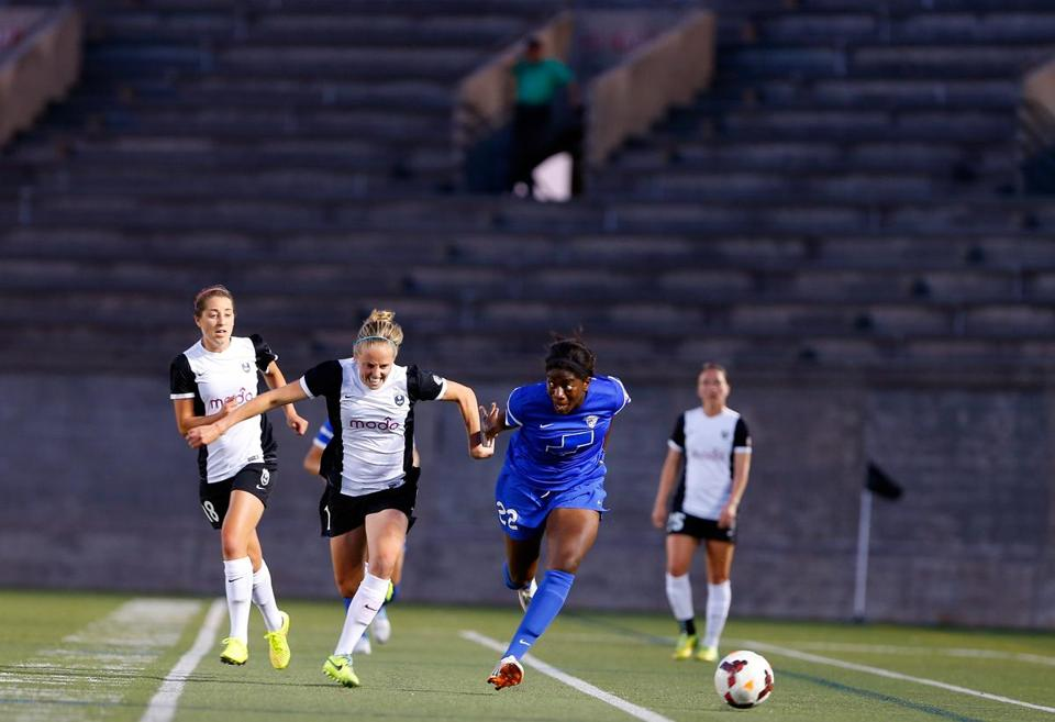 Cambridge, Massachusetts -- 06/19/2014-- The stands are empty during a women's soccer game between the Boston Breakers and Seattle in Cambridge, Massachusetts June 19, 2014. Jessica Rinaldi/Globe Staff Topic: 082414womensports Reporter: Shira Springer